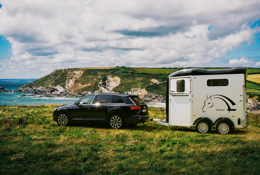 Touring Country with Built-In Tack Room – Two Horse Trailer