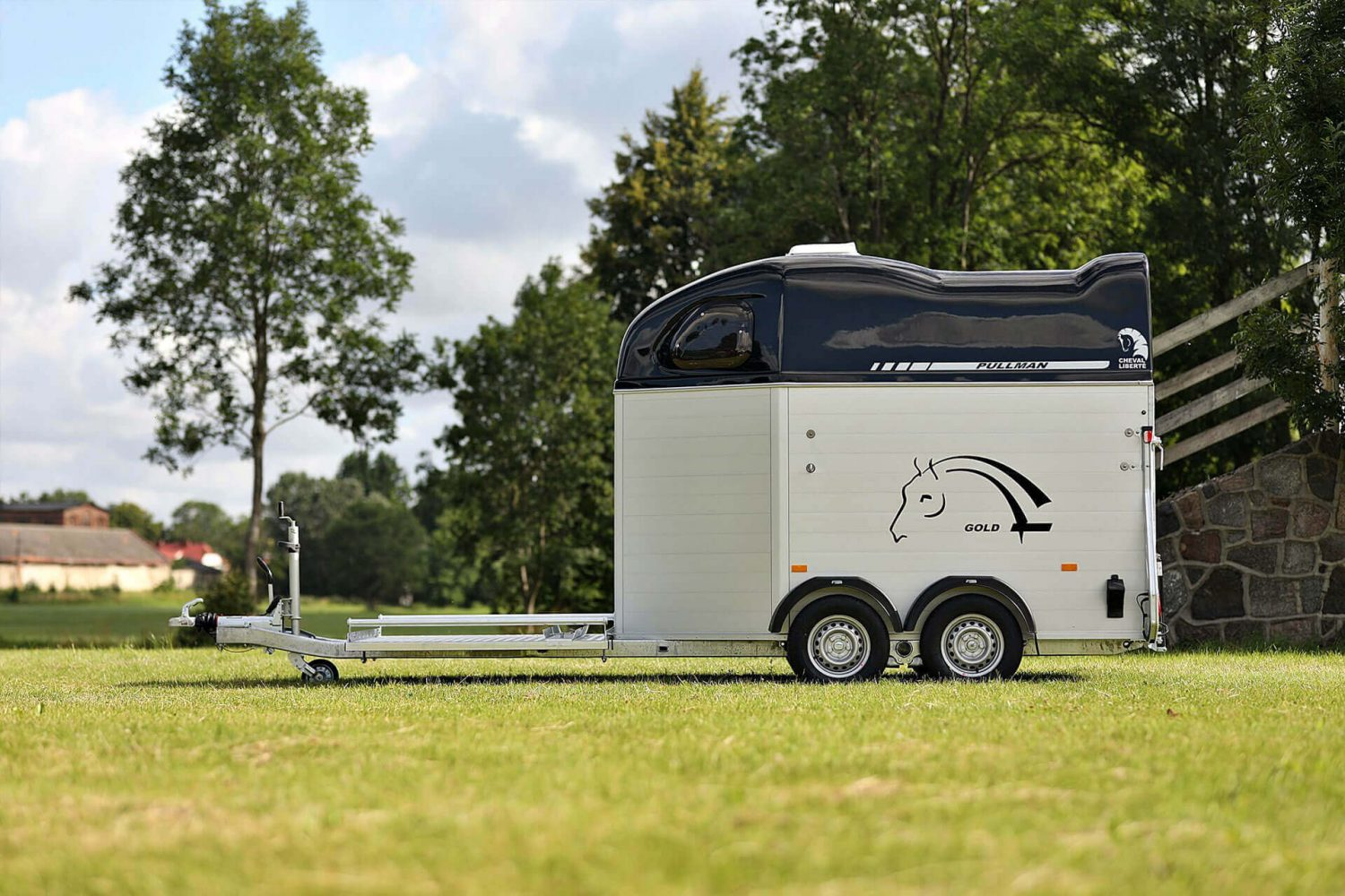 Hippomobile – Carriage Two Horse Trailer